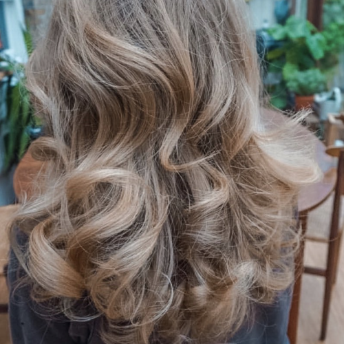 Mobile-Hairdresser-in-Croydon-Rianna-1